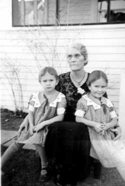 Carolyn-Kelley-Wilkerson-with-twins